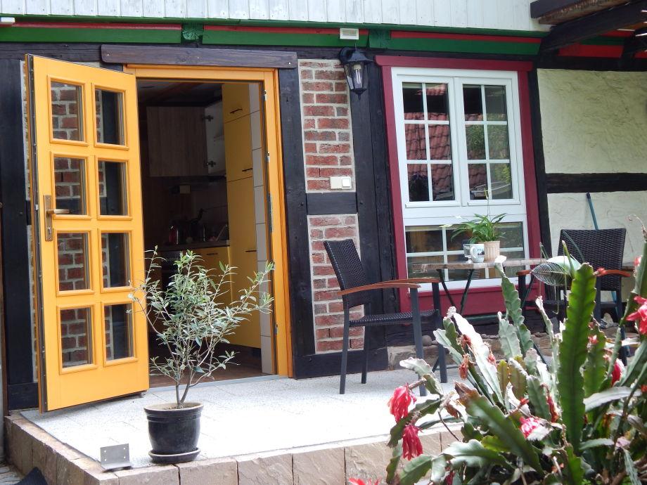 Terrasse mit Blick in die Küche