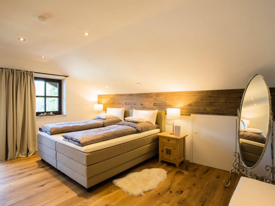 ferienwohnung chalet vierjahreszeiten garmisch partenkirchen zugspitzland oberbayern frau. Black Bedroom Furniture Sets. Home Design Ideas