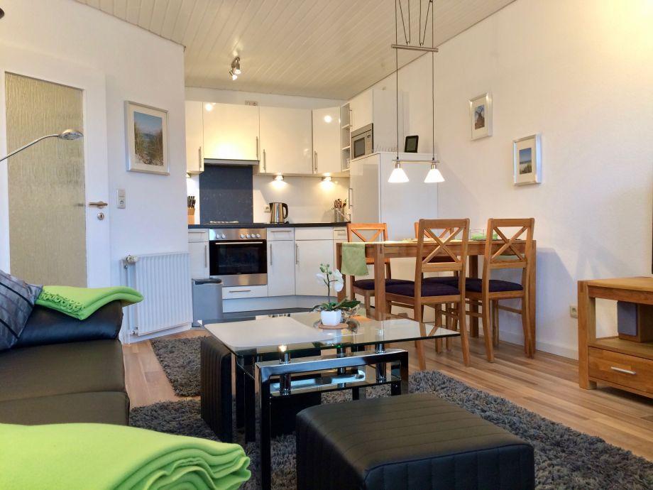 Wohnraum mit Essecke und Küche