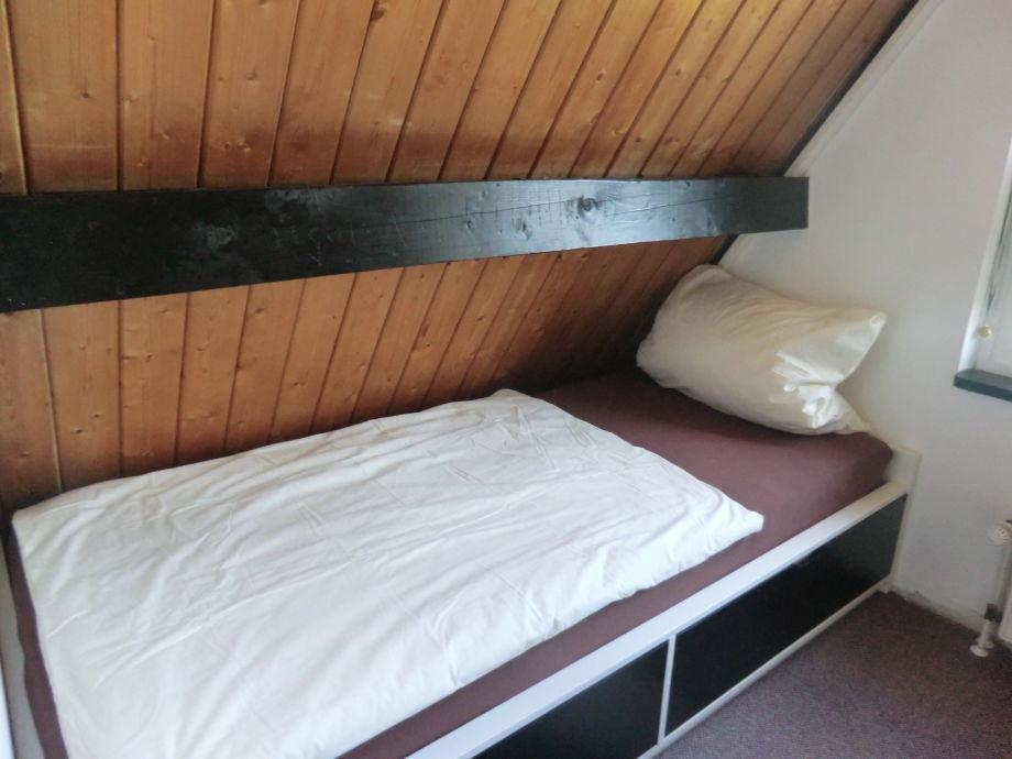 zwei Betten Das 2 kleine Schlafzimmer, mit zwei Betten Bad oben, mit