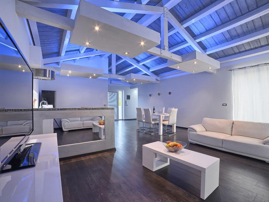 moderne wohnzimmerausstattung interessante. Black Bedroom Furniture Sets. Home Design Ideas