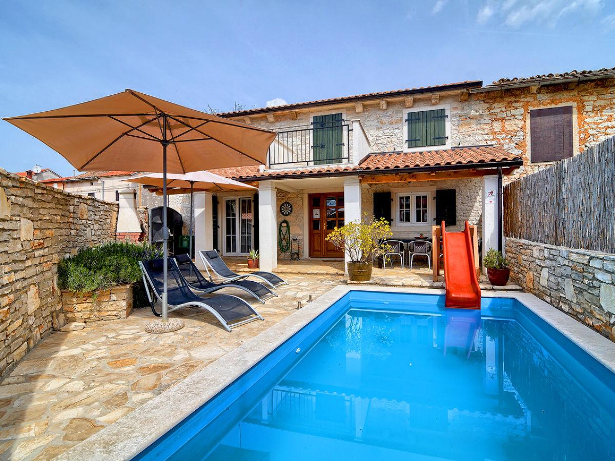 Villa Mareva mit Pool, Istrien, Svetvincenat - Firma WE BOOKING ...