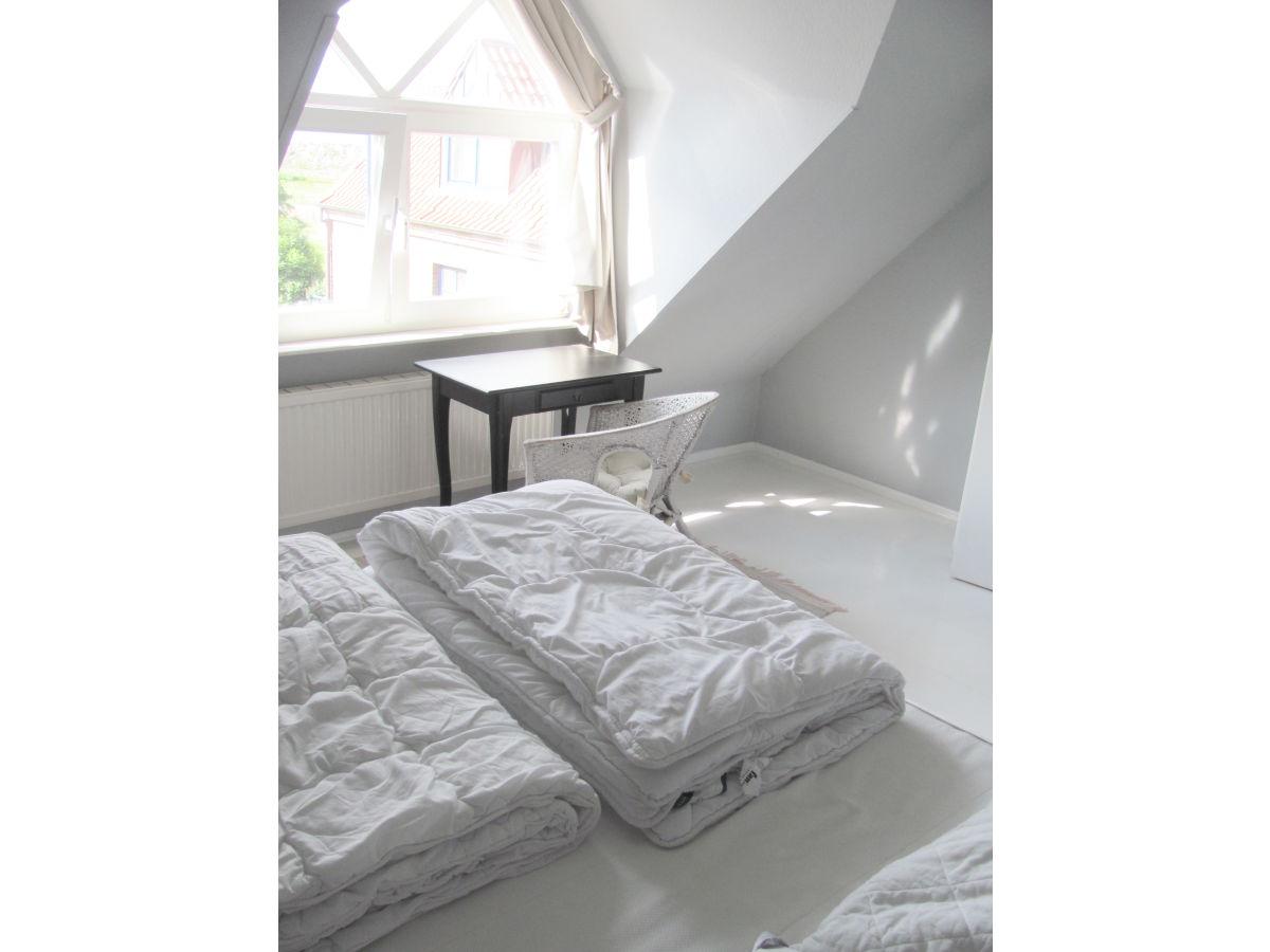 Ferienhaus wattenkieker 7b nordsee wangerooge firma for Schlafzimmer dachgeschoss