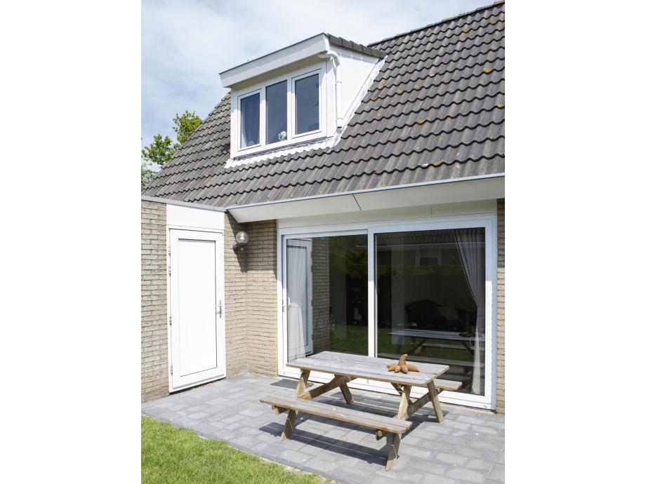 Die Außenansicht mit Terrasse