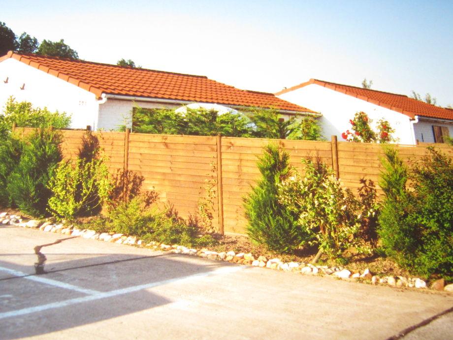 Autostellplatz direkt beim Haus und Garten
