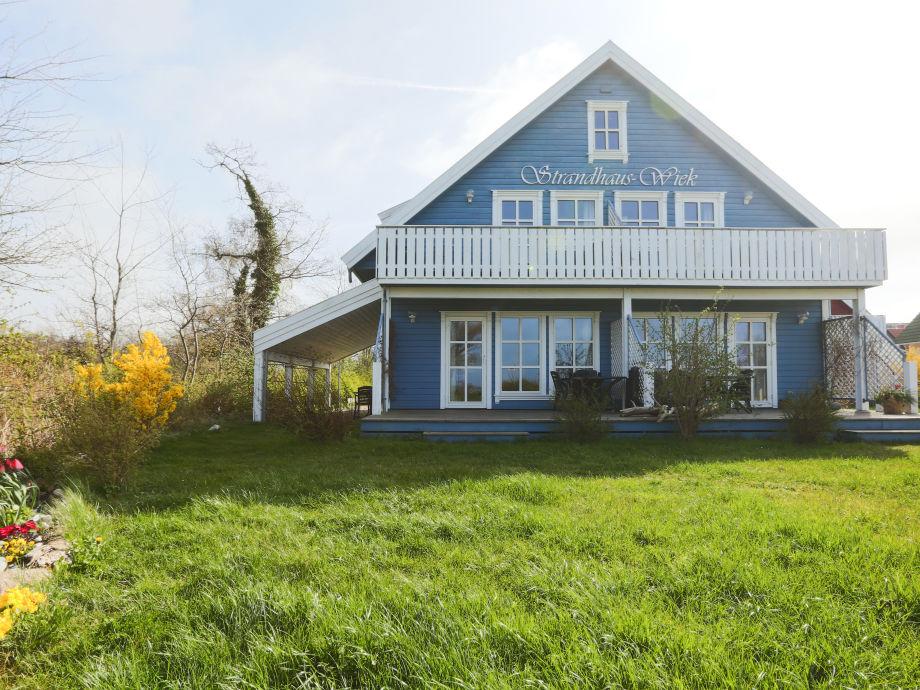 Ferienwohnung im blauen Strandhaus mit Balkon