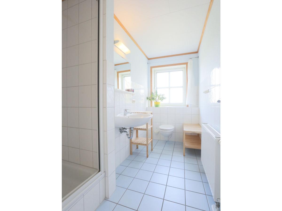 ferienwohnung 2 im strandhaus wiek mit balkon zum wasser r gen halbinsel wittow firma. Black Bedroom Furniture Sets. Home Design Ideas