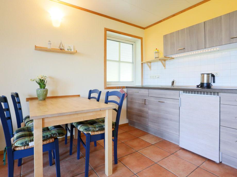 ferienwohnung 3 im strandhaus wiek mit terrasse zum wasser r gen halbinsel wittow firma. Black Bedroom Furniture Sets. Home Design Ideas