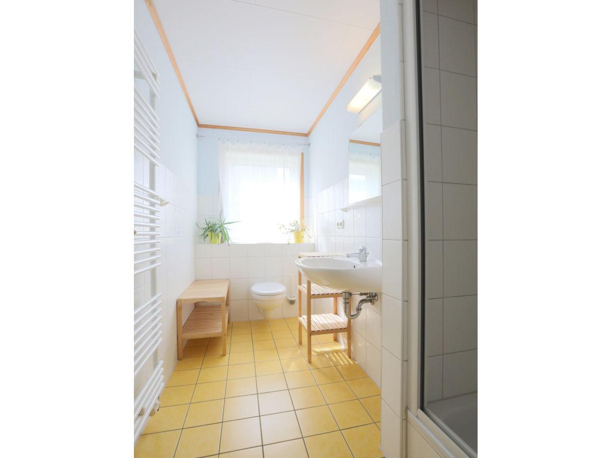 ferienwohnung 4 im strandhaus wiek mit terrasse zum wasser r gen halbinsel wittow firma. Black Bedroom Furniture Sets. Home Design Ideas