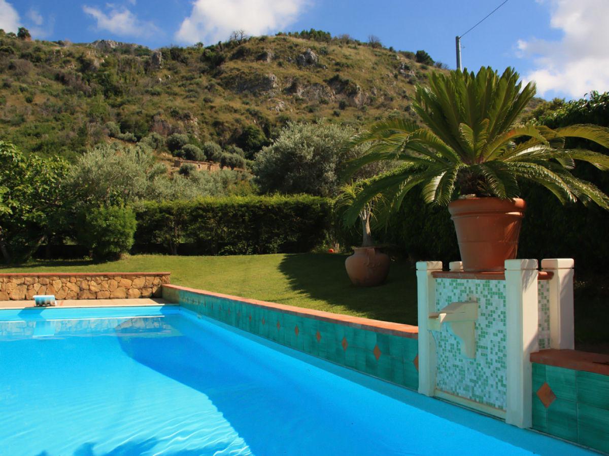 villa avalon acquedolci firma ferienhaus sizilien herr oskar golde. Black Bedroom Furniture Sets. Home Design Ideas