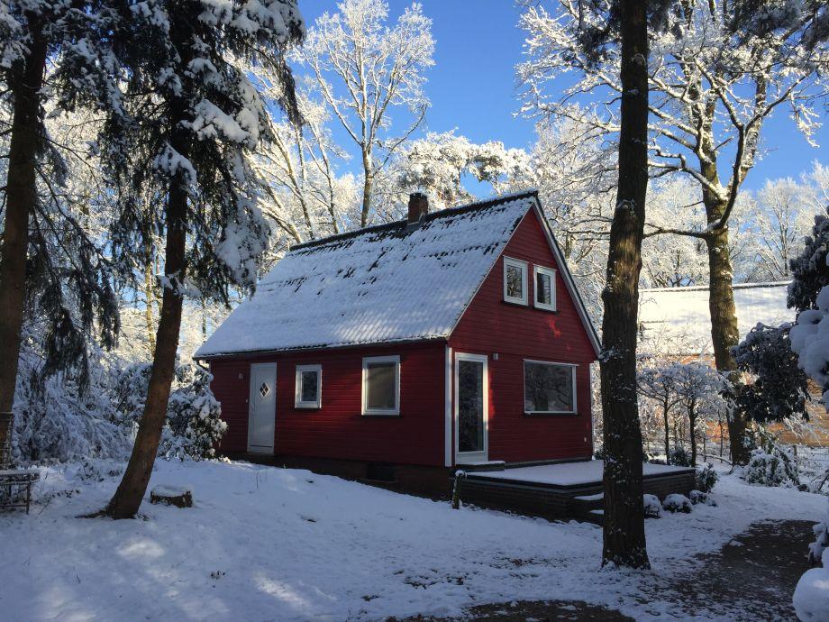 Eingang und Terrasse im Winter