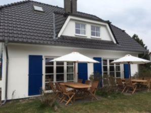 Ferienhaus Zeesenboot Wohnung Luv