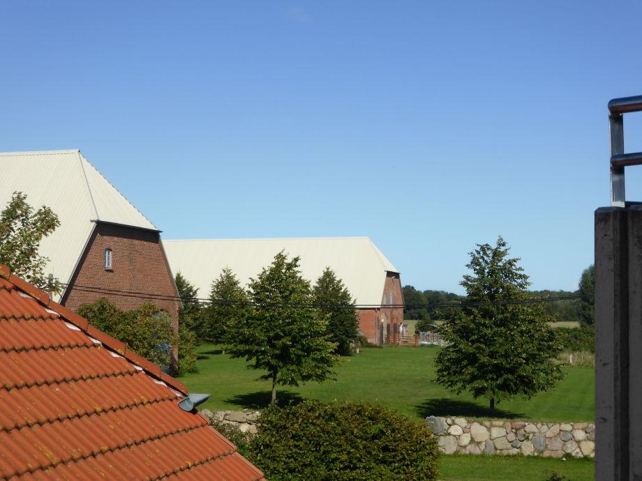 Blick vom Balkon auf das idyllische Gut Barendorf