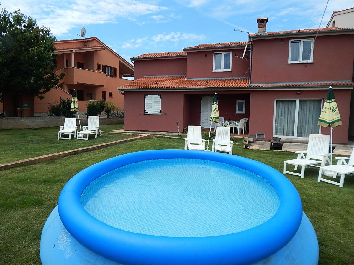 Villa rossa fa ana valbandon firma obrt za turizam for Aufblasbarer gartenpool