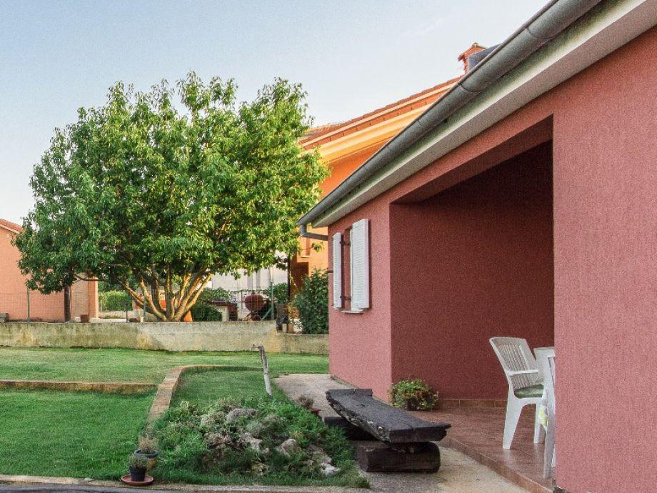 villa rossa fa ana valbandon firma obrt za turizam bonsai ivan ugar. Black Bedroom Furniture Sets. Home Design Ideas