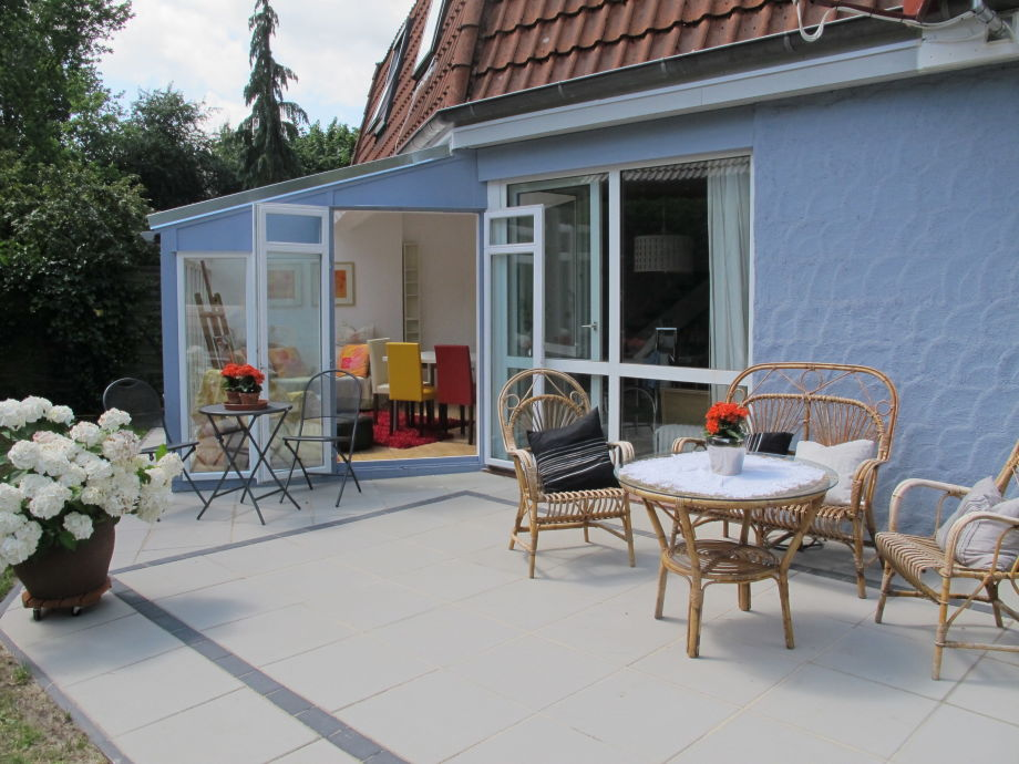 Sun terrace with awning, barbecue and plenty of space