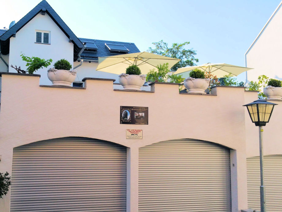 Garagen vor dem Ferienhaus mit 70qm Terrasse