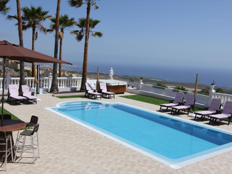 Der ca. 8 x 4 m beheizte Pool der Villa Puesta del Sol