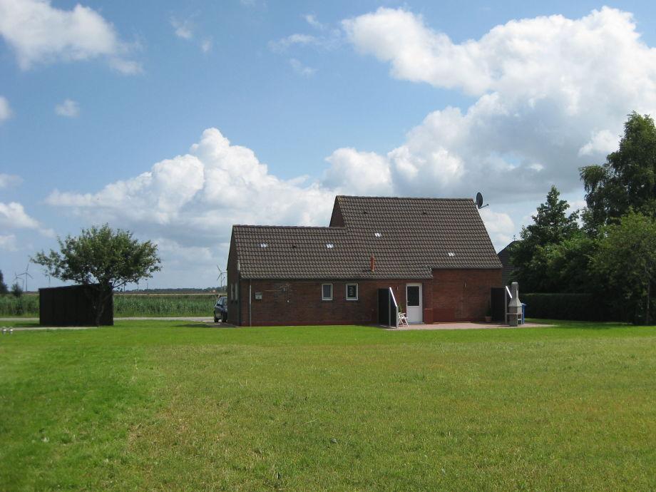 Garten mit Spielwiese und Terrasse