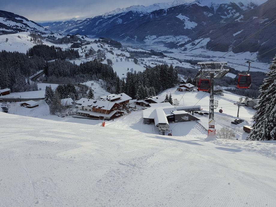 Blick auf die Panorama-Chalets und die Mittelstation
