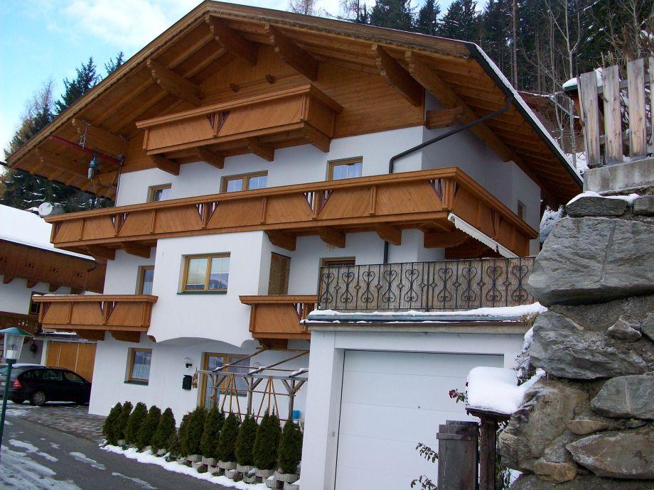 Haus -Ansicht im Winter