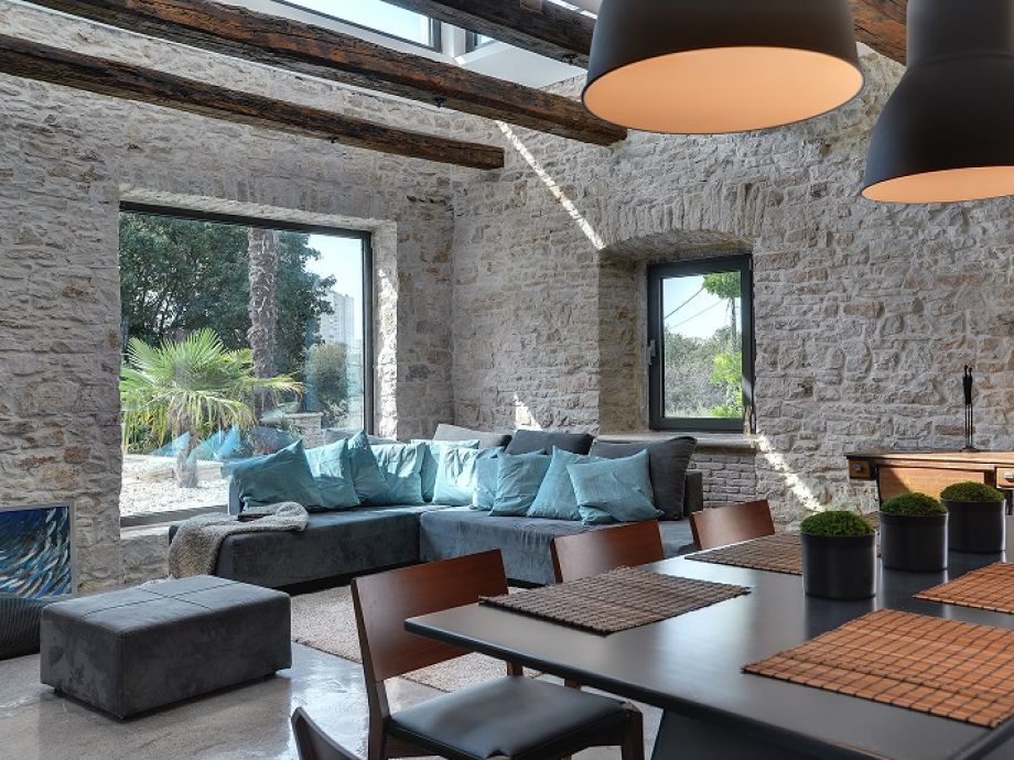 Villa 397 istrien firma reiseb ro blaue adria herr for Rustikale einrichtung