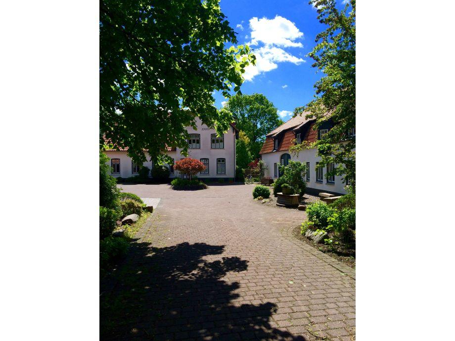 Herrenhaus Ensemble hofeinfahrt. eig. stellplatz
