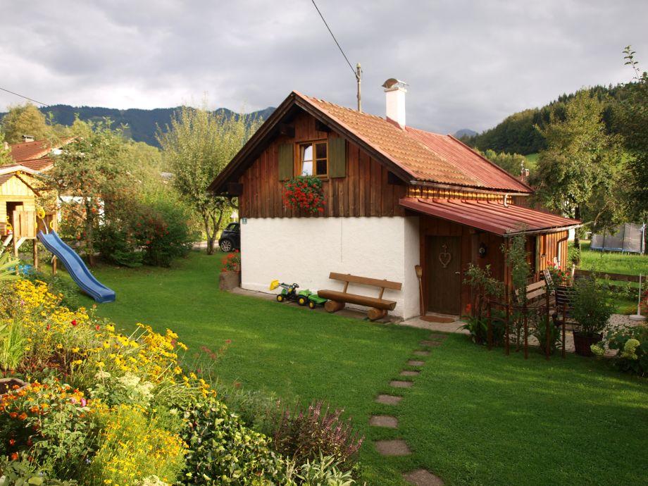 Ferienhaus mit Rutsche und Terasse