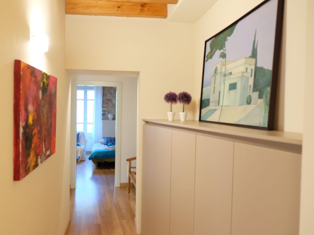 ferienwohnung piccolo palazzo gardasee westufer frau. Black Bedroom Furniture Sets. Home Design Ideas