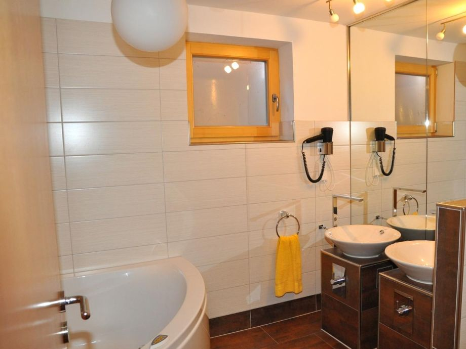Ferienhaus arch san martin b engadin scuol firma afida sa herr joannes perner - Badezimmer zwei waschbecken ...