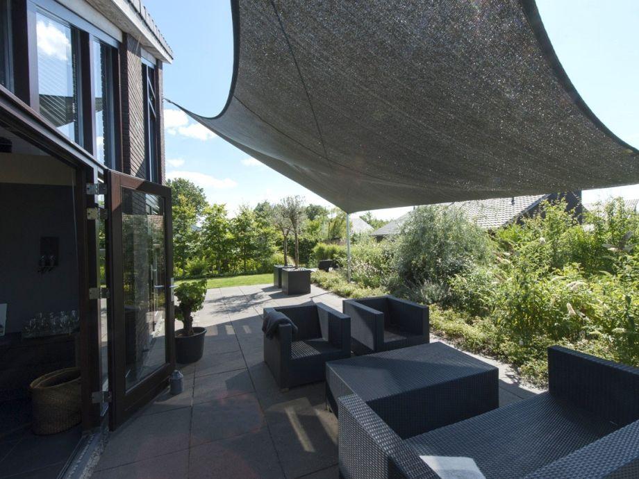 luxus ferienhaus mit sonnigen garten nord holland. Black Bedroom Furniture Sets. Home Design Ideas