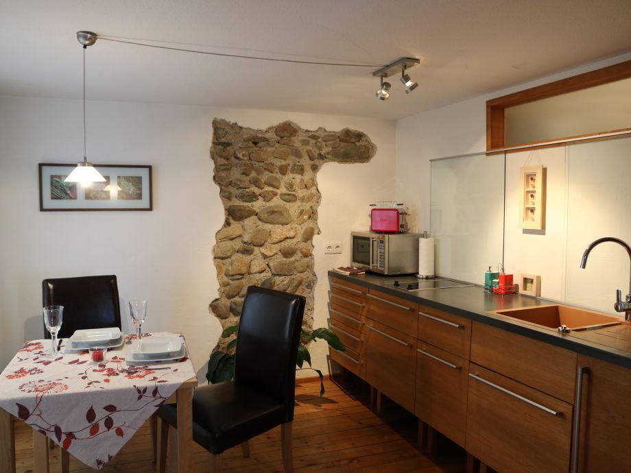 Wohnküche mit Wackersteinwand