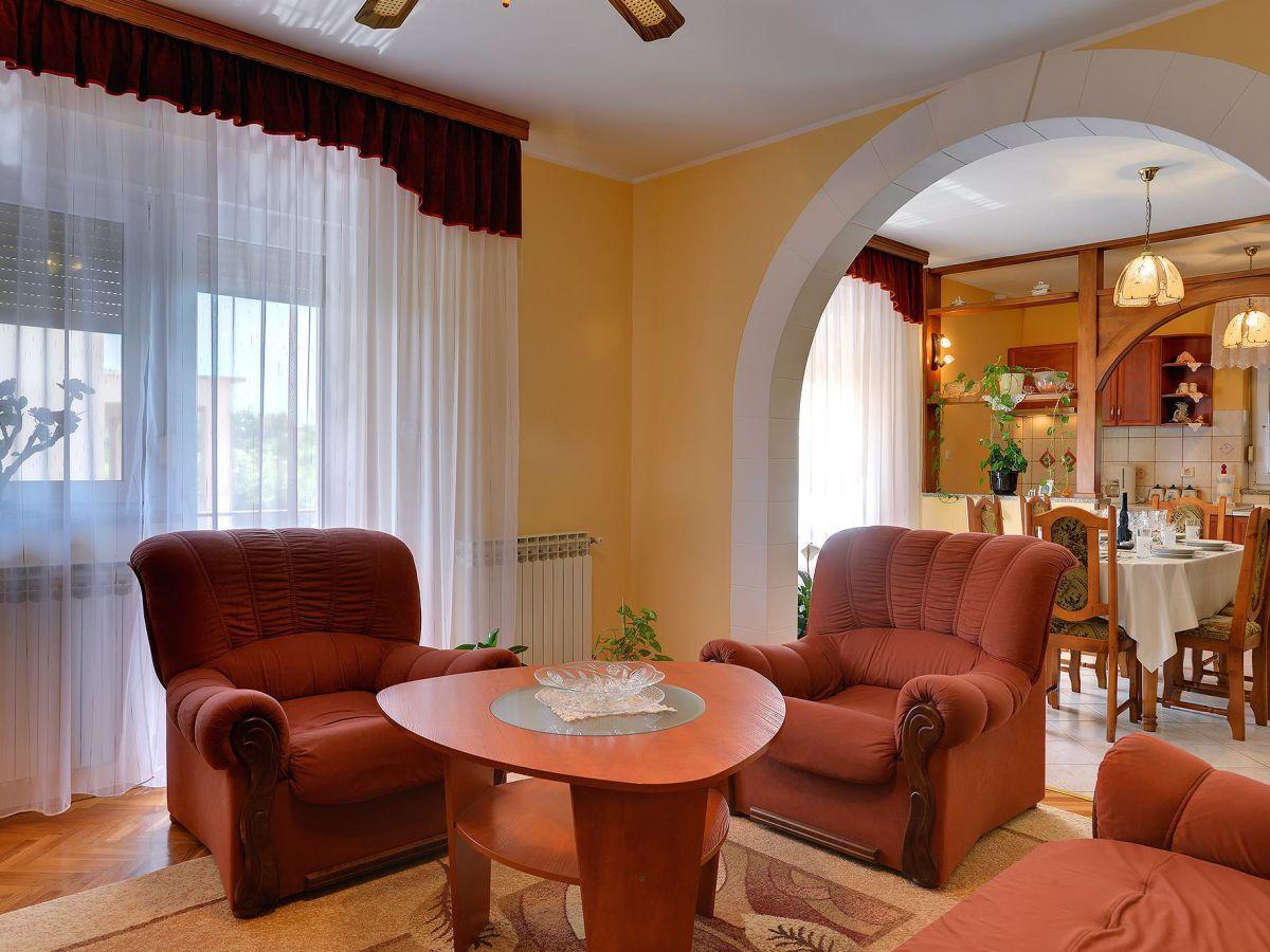 gem tliche sessel wohnzimmer neuesten design kollektionen f r die familien. Black Bedroom Furniture Sets. Home Design Ideas