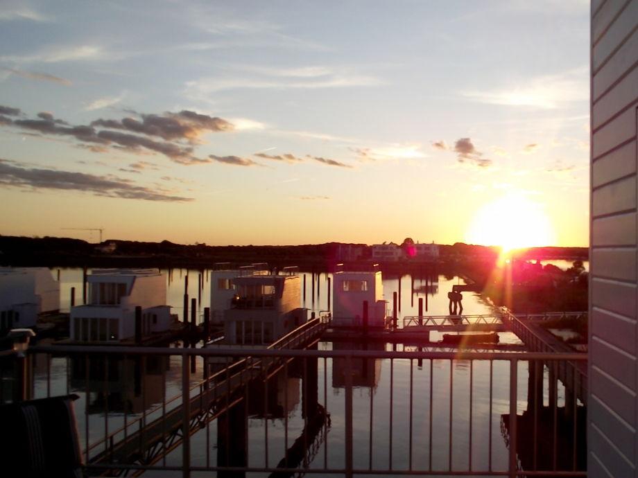 Die Schwimmenden Häuser im Sonnenuntergang