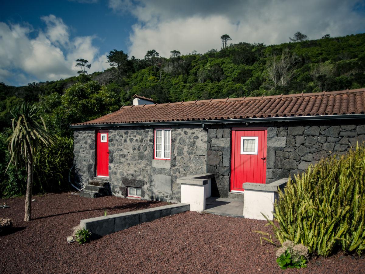 ferienhaus casa volcano preto azoren pico sao mateus. Black Bedroom Furniture Sets. Home Design Ideas