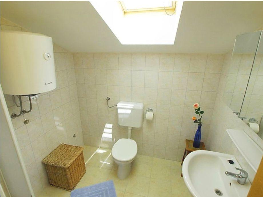Moderne 200qm ferienwohnung dalmatien herr mijat desa - Badezimmer im dachgeschoss ...