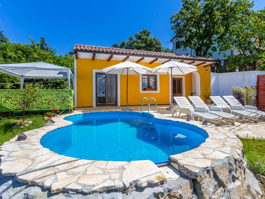 Kleine Villa mit Pool
