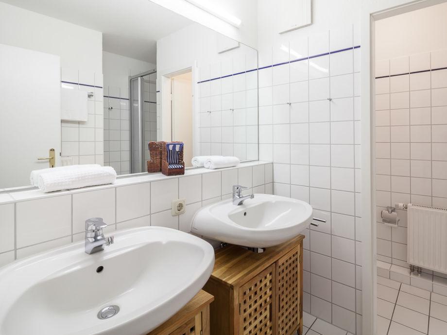 Ferienwohnung 01 6 in der ferienanlage papillon pap 01 6 for Badezimmer mit doppelwaschbecken