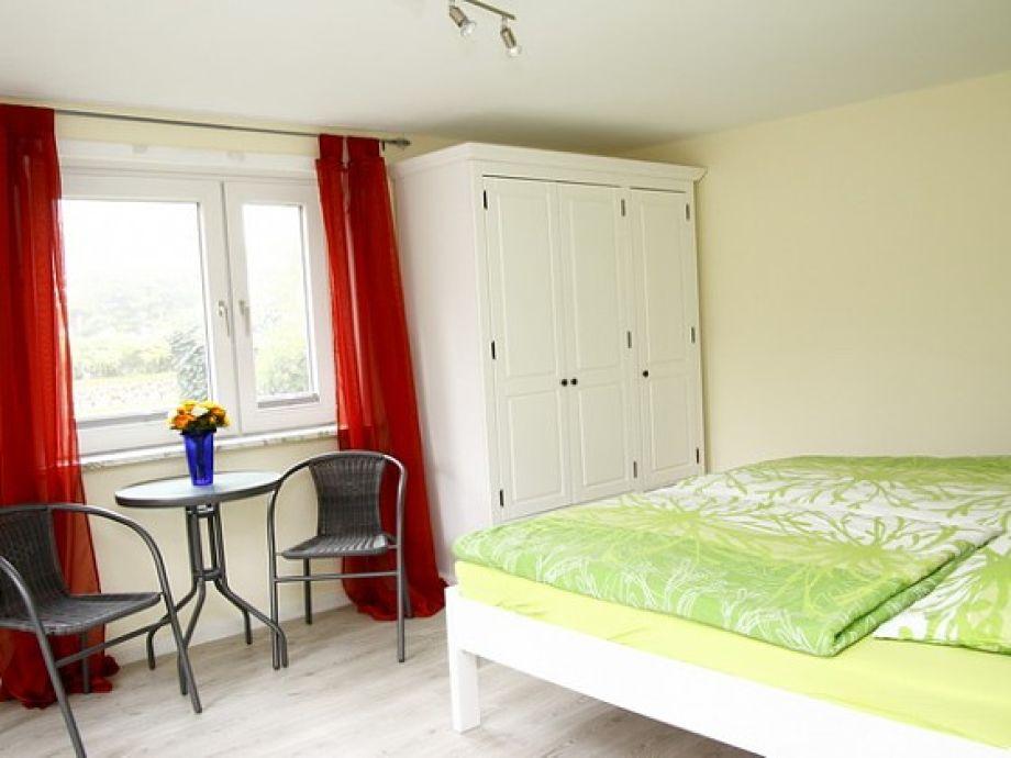 Atemberaubend Großer Kleiderschrank Schlafzimmer Zeitgenössisch ...