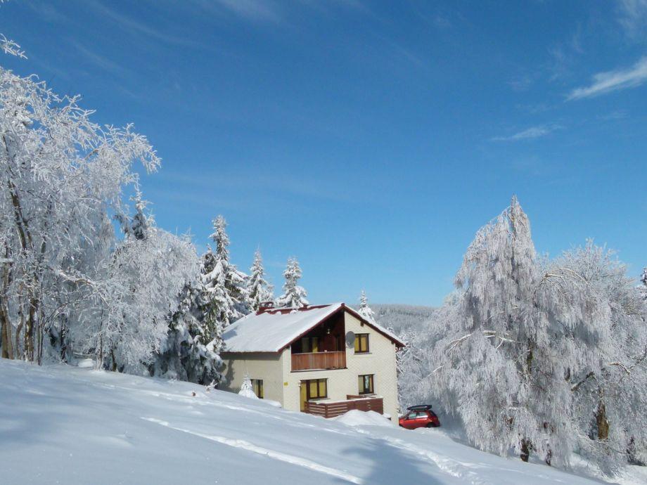 Rodelberg vor dem Haus