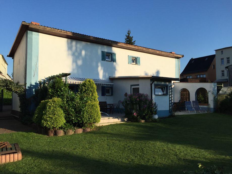Ferienhaus Rückseite Mit Blick auf die Terrassen
