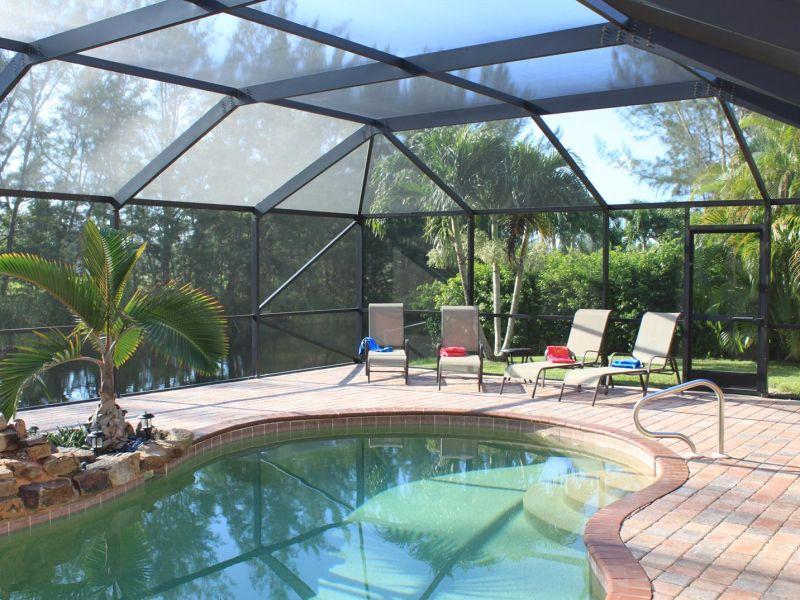 Villa Palm Dream am Wasser