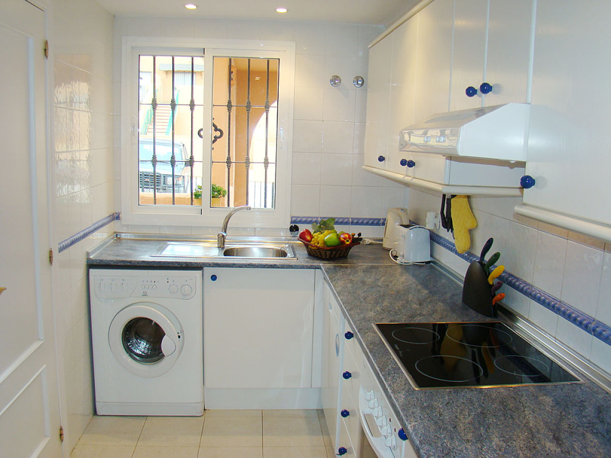 Holiday apartment penthouse seaside 1 estepona for Kitchen room estepona