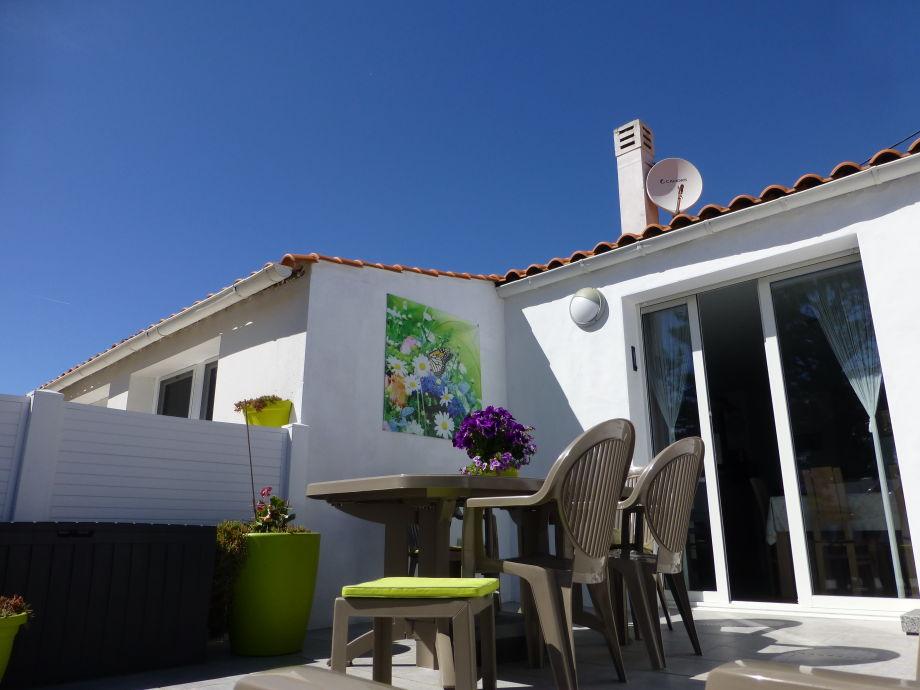 Südseite mit Terrasse, April 2017
