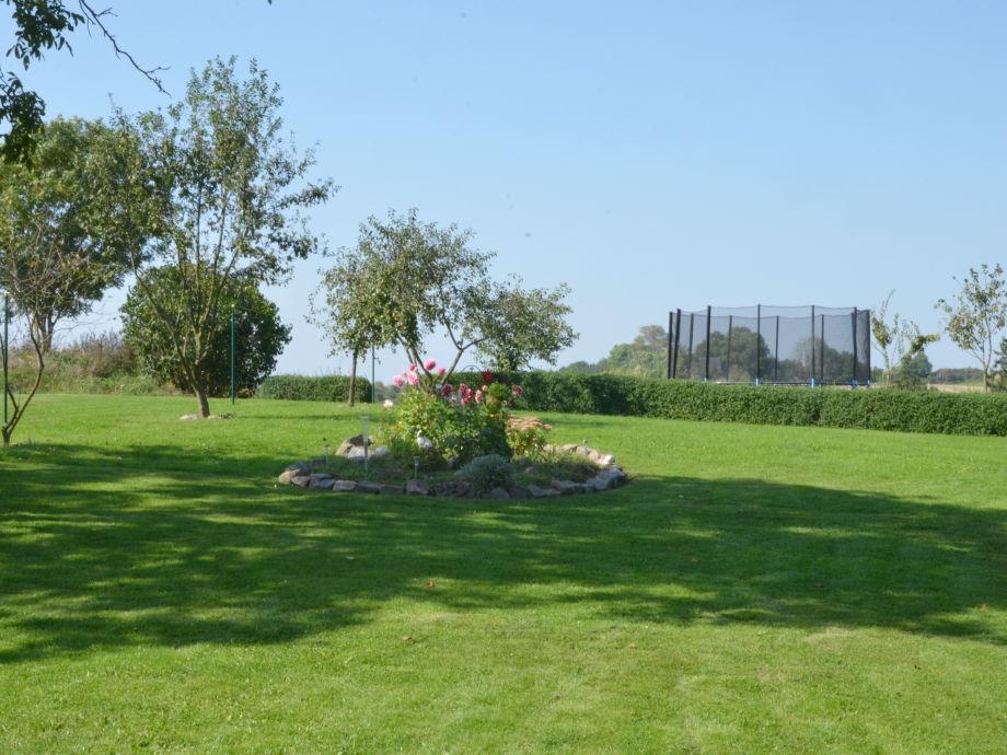 Garten mit Freizeizmöglichkeit