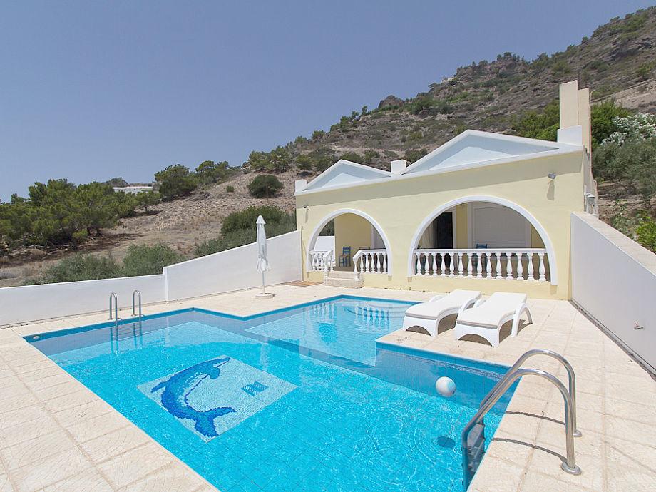 Gesamtansicht Villa Artemis mit Pool