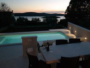 Villa 881