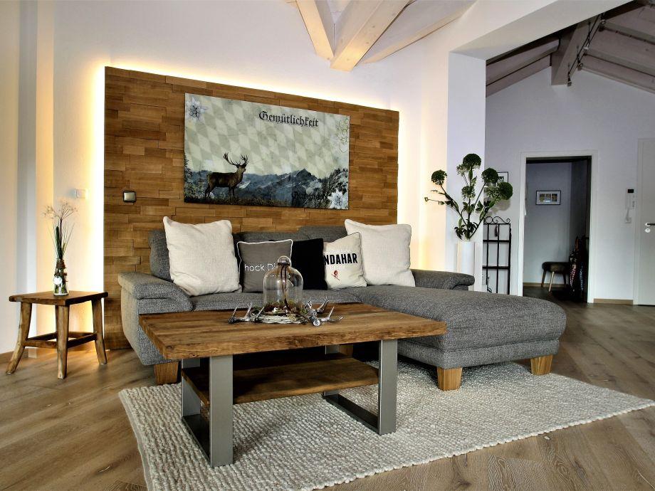 Wohnzimmer mit modernen Möbeln