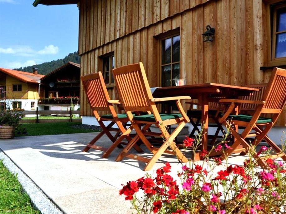 Wunderschöne Terrasse mit Gartenmöbeln