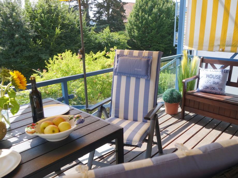 grosser Balkon + Essplatz